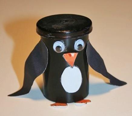 Putzige Pinguine aus alten Filmdosen